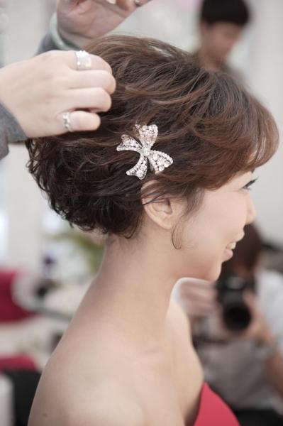 超短,差点昏倒,不喜欢接假发的新娘,只好拿出看家本领,希望今天的造型