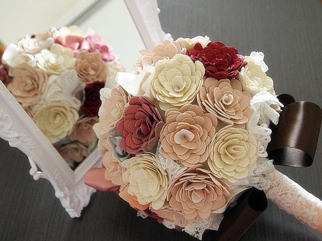 皮革花球 vs 沙滩 呢个花球制作需时, 是用皮革布料剪出300+花瓣, 造