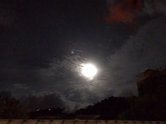黑色发光月亮头像