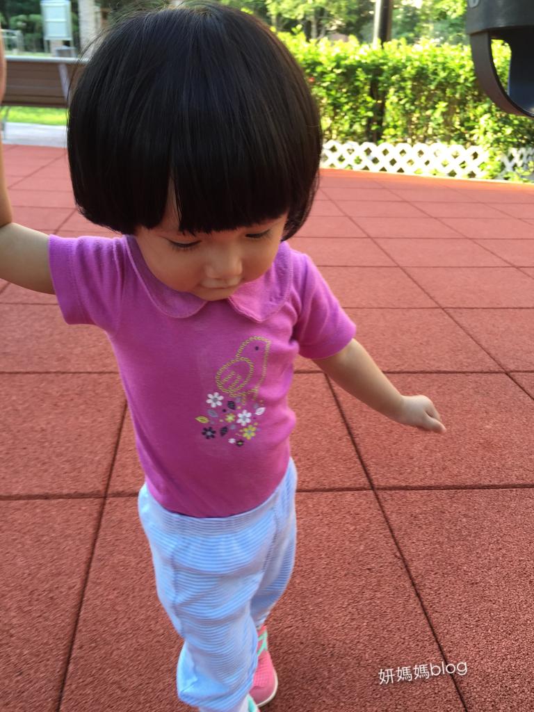 ♥泳妍學會走路了! 小孩真的自有自己成長時間表 ♥