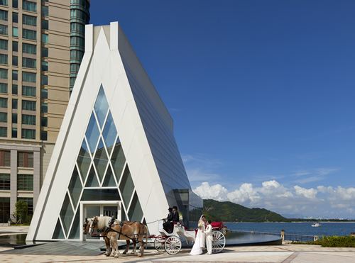 想举行一个海景白色教堂婚礼?唔驶去关岛,峇里,留向香港都可以!