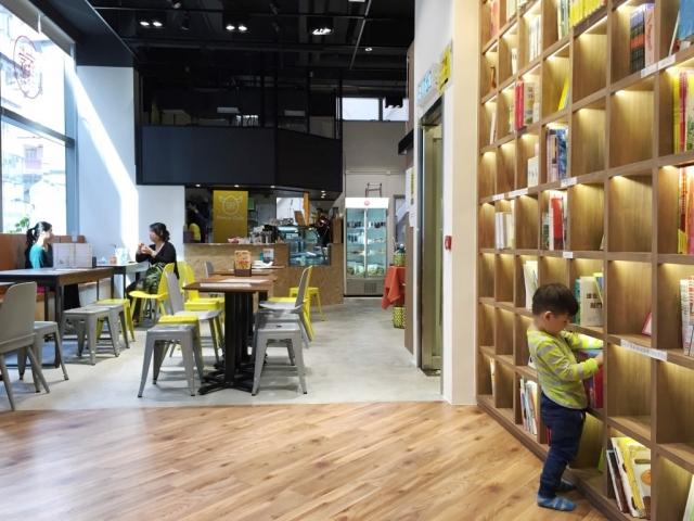 【小文青蒲點】長頸鹿繪本館: 童書、繪本、咖啡廳