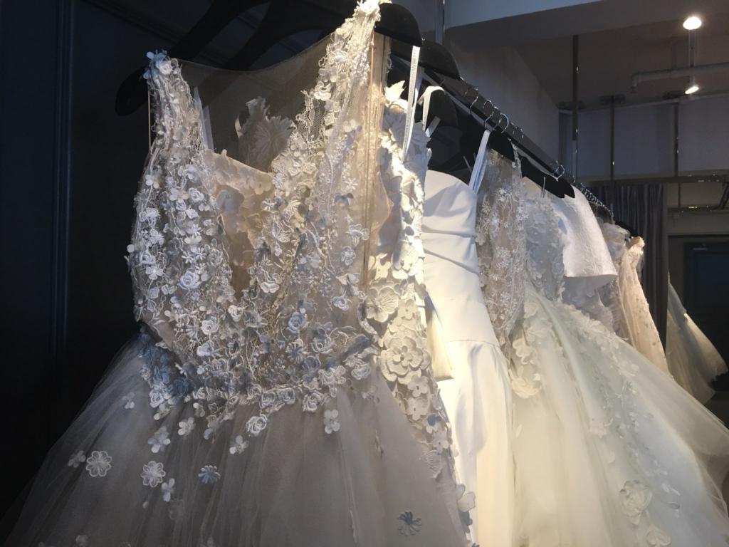 2018年名牌婚紗抵港!10萬婚紗穿上身