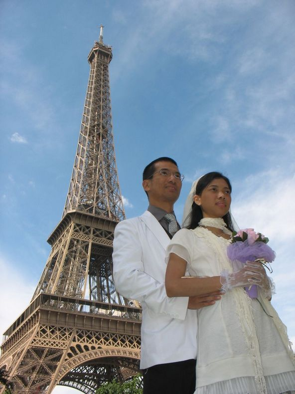巴黎铁塔近图; 法国巴黎婚纱logo图片下载分享;