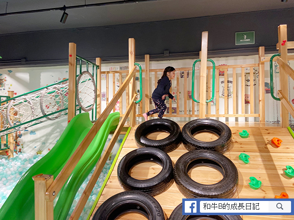 親子餐廳 - 波波池連滑梯區